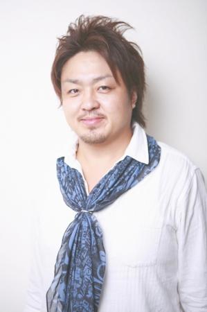 裾野の美容院、美容室で働く美容師の「アキラ」は、牛若丸イースト裾野店に所属しています。