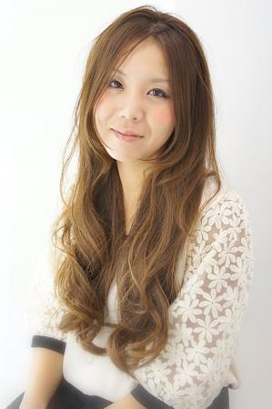 三島・清水町の美容院、美容室で働く美容師の「込山希」は、グランド牛若丸三島・清水町店に所属しています。