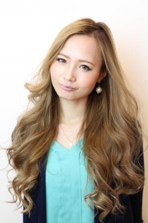 函南の美容院、美容室で働く美容師の「土屋亜也」は、牛若丸ガーデン函南店に所属しています。