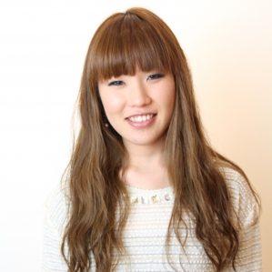 函南町の美容院、美容室の牛若丸ロフト函南店に在籍しているレセプションの渡辺洋子は、美容院、美容室の顔としてお客様を笑顔でお迎えいたします。