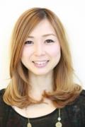 沼津エリアの美容院、美容室である牛若丸マカロン沼津店に所属するレセプションの髙田和は、美容院、美容室の顔としてフロントにおります。