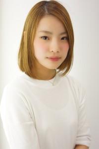 長泉町の美容院、美容室である牛若丸ジャパン長泉店に所属するレセプションの秋山珠奈。美容院、美容室の顔として丁寧な接客を心がけています。
